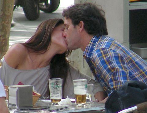 Serveware, Kiss, Plaid, Interaction, Tableware, Sharing, Romance, Drink, Love, Drinkware,