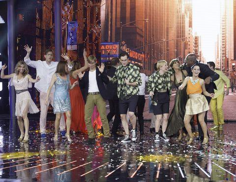 Entertainment, Event, Performing arts, Dress, Party, Celebrating, Public event, Curtain, Dance, Confetti,