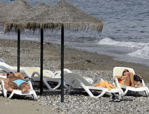 Coastal and oceanic landforms, Thatching, Shore, Outdoor furniture, Sunlounger, Summer, Sand, Beach, Vacation, Sun tanning,