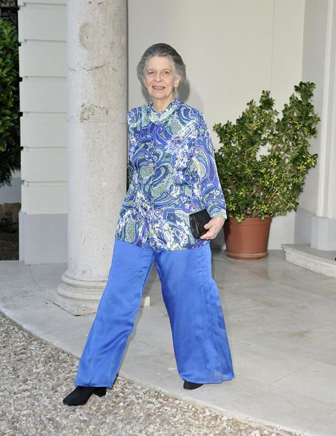 Blue, Sleeve, Joint, Flowerpot, Electric blue, Majorelle blue, Cobalt blue, Street fashion, Houseplant, Waist,