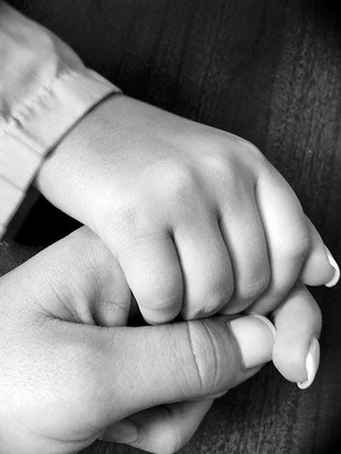 Finger, Skin, Wrist, Joint, Nail, Monochrome photography, Black-and-white, Thumb, Monochrome, Close-up,