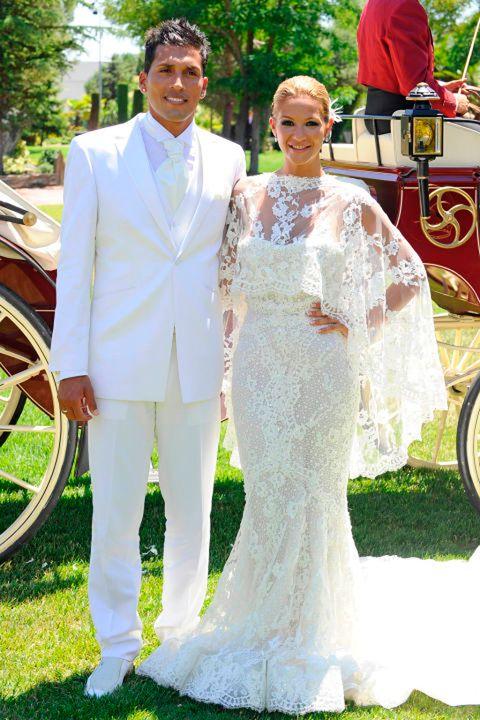 Wedding dress, Gown, Bridal clothing, Bride, Dress, Clothing, Marriage, Wedding, Ceremony, Formal wear,
