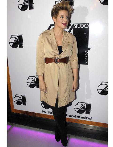 Sleeve, Outerwear, Bag, Coat, Style, Purple, Fashion accessory, Fashion, Fashion model, Luggage and bags,