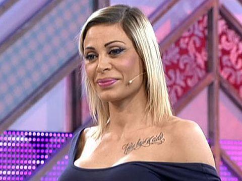 Hair, Blond, Eyebrow, Television presenter, Beauty, Hairstyle, Chin, Cheek, Lip, Eyelash,