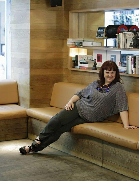 Comfort, Shelf, Interior design, Room, Furniture, Floor, Sitting, Flooring, Shelving, Living room,
