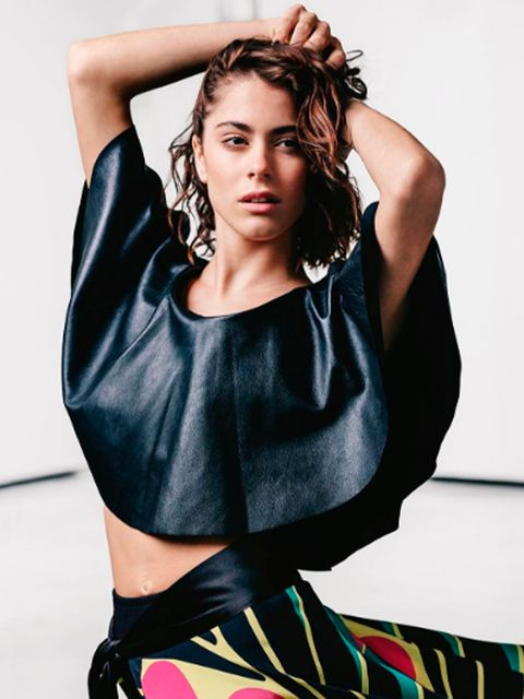 Mouth, Hairstyle, Shoulder, Hand, Joint, Style, Fashion model, Fashion, Waist, Beauty,