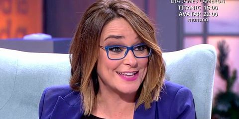 Eyewear, Hair, Face, Glasses, Hairstyle, Eyebrow, Chin, Nose, Forehead, Television presenter,