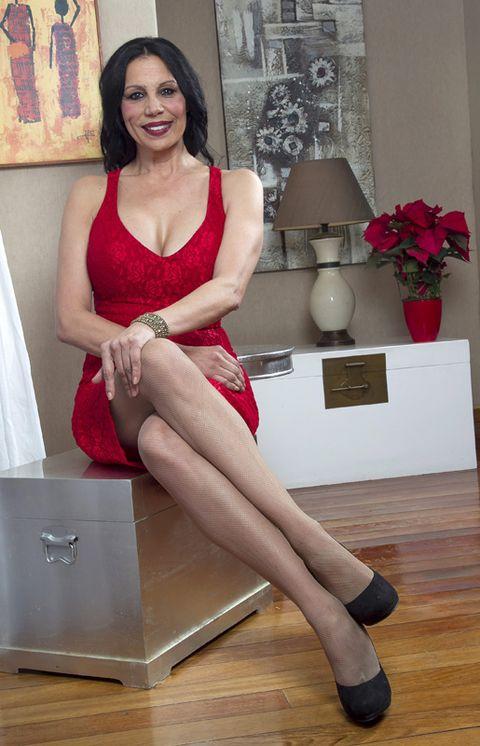 Shoulder, Human leg, Flooring, Dress, Floor, Wood flooring, Flowerpot, Hardwood, Interior design, Laminate flooring,