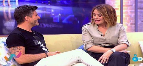 Conversation, Blond, Leg, Television presenter, Sitting, Thigh, Television program, Gesture,
