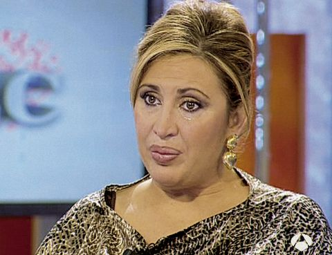 Hairstyle, Chin, Forehead, Eyebrow, Eyelash, Blond, Makeover, Television presenter, Newscaster, Earrings,