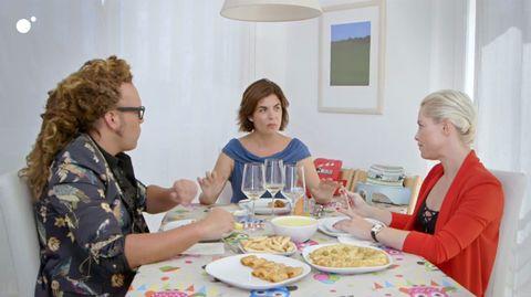 Meal, Eating, Lunch, Brunch, Food, Supper, Breakfast, Event, Dinner, Tableware,