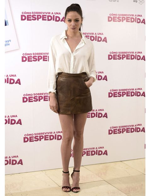 Brown, Sleeve, Collar, Shoulder, Shirt, Textile, Joint, Human leg, Style, Dress shirt,