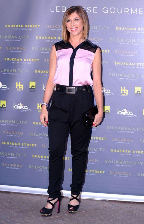 Sleeve, Style, Collar, Waist, Fashion accessory, Street fashion, Purple, Belt, Pocket, Blond,