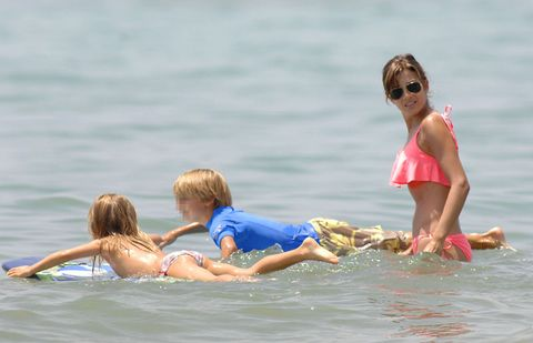 Eyewear, Arm, Fun, Goggles, Water, Recreation, Leisure, Sunglasses, Child, Mammal,