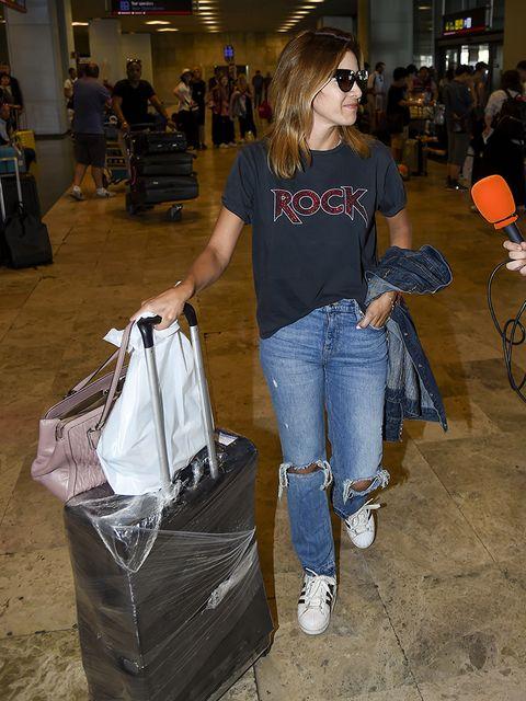 Jeans, Denim, Shoulder, Fashion, Leg, Textile, Shopping, Eyewear, Trousers, Fashion accessory,