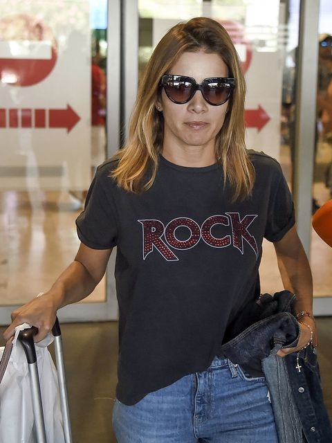 Eyewear, Jeans, Clothing, Sunglasses, T-shirt, Denim, Fashion, Shopping, Shoulder, Street fashion,