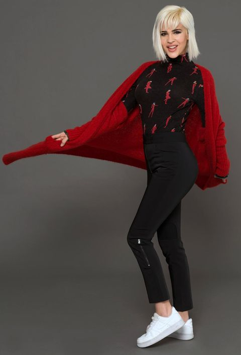 Sleeve, Joint, Red, Collar, Style, Carmine, Bangs, Knee, Active pants, Costume,