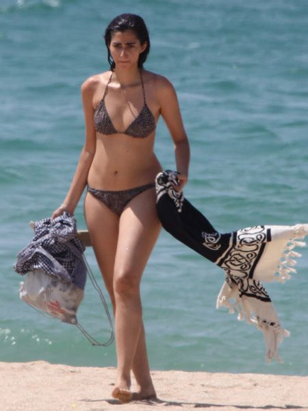 Clothing, Brassiere, Skin, Human body, Human leg, Shoulder, Joint, Swimwear, Chest, Summer,