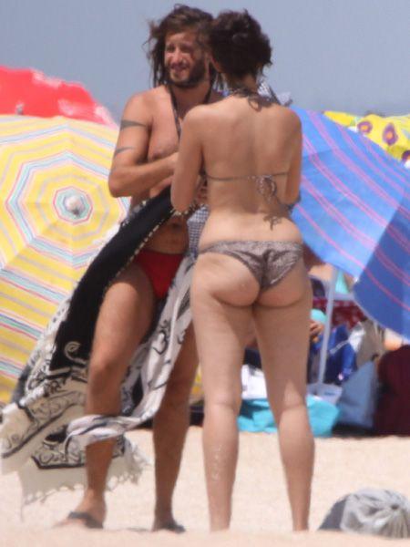 Leg, Fun, Human leg, Toe, Sand, People on beach, Barefoot, Summer, Thigh, Undergarment,