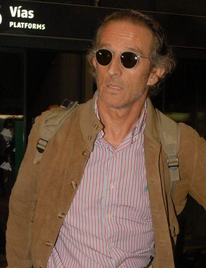 Eyewear, Vision care, Glasses, Brown, Sunglasses, Sleeve, Collar, Dress shirt, Shirt, Jacket,