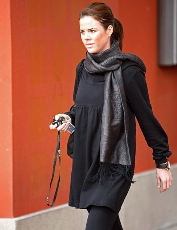Product, Sleeve, Textile, Joint, Wrap, Style, Stole, Fashion, Street fashion, Scarf,
