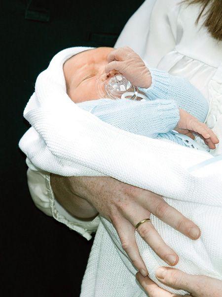 Finger, Comfort, Skin, Baby sleeping, Child, Childbirth, Baby & toddler clothing, Birth, Nail, Toddler,