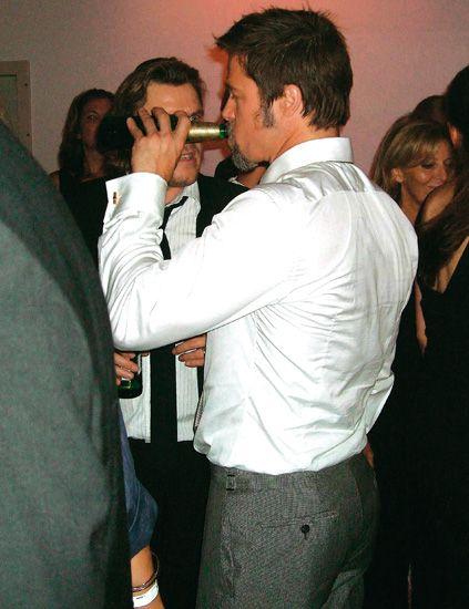 Face, Eye, Dress shirt, Mammal, Formal wear, Interaction, Tie, Gesture, Conversation, Suit trousers,