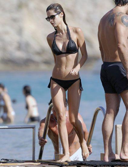 Clothing, Leg, Brassiere, Human body, Human leg, Summer, Swimsuit bottom, Swimsuit top, Swimwear, Undergarment,