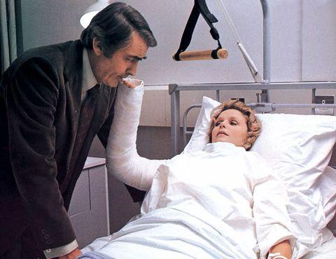 Nose, Arm, Eye, Comfort, Patient, Medical procedure, Health care provider, Medical equipment, Hospital, Service,