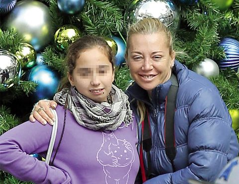 Christmas decoration, Eye, Event, Christmas ornament, Winter, Happy, Jacket, Holiday, Holiday ornament, Christmas,