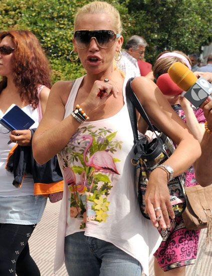 Eyewear, Arm, Vision care, Glasses, Sunglasses, Hand, Jeans, Denim, Fashion accessory, Summer,