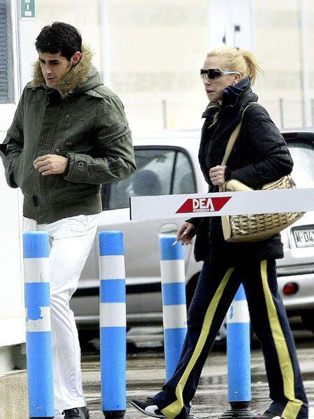 Leg, Trousers, Winter, Outerwear, Street fashion, Jacket, Sunglasses, Fashion, Denim, Bag,