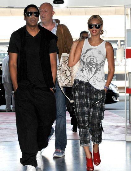 Clothing, Eyewear, Vision care, Glasses, Leg, Sunglasses, Product, Trousers, Shoulder, Shirt,