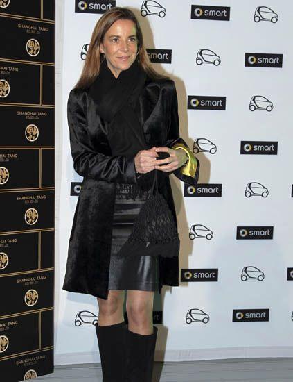 Sleeve, Style, Fashion, Bag, Knee, Boot, Long hair, Fashion model, Knee-high boot, Street fashion,