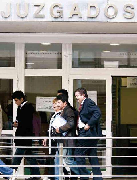 Commercial building, White-collar worker, Conversation, Door, Service, Fence, Handrail, Headquarters, Suit trousers,