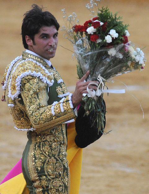 Matador, Petal, Bouquet, Cut flowers, Flower Arranging, Floristry, Tradition, Floral design, Artificial flower, Bullring,