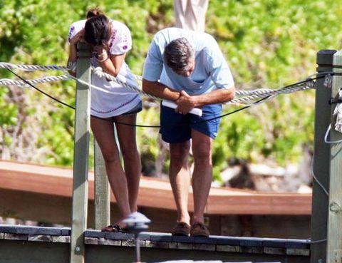 Human leg, Leisure, People in nature, Summer, Muscle, Bermuda shorts, Knee, Sneakers, Calf, Foot,