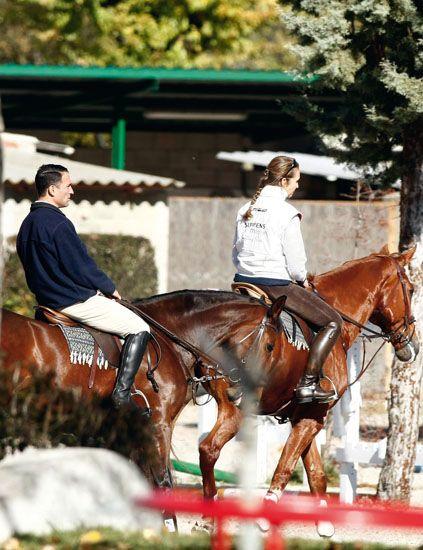 Human, Halter, Bridle, Horse supplies, Horse, Vertebrate, Rein, Recreation, Saddle, Horse tack,