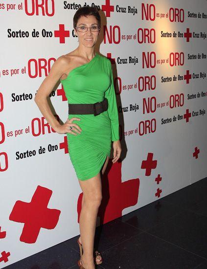 Dress, Shoulder, Red, Shoe, Joint, Human leg, Flooring, Style, Premiere, One-piece garment,