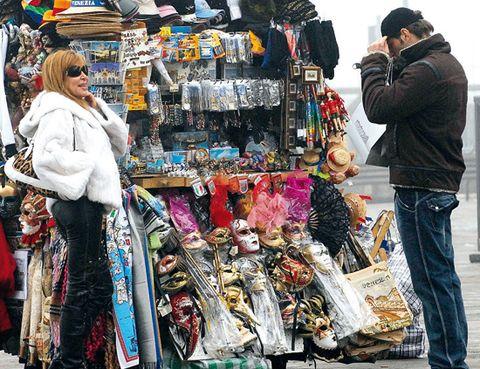 Public space, Marketplace, Retail, Market, City, Bazaar, Trade, Flea market, Street fashion, Shopping,