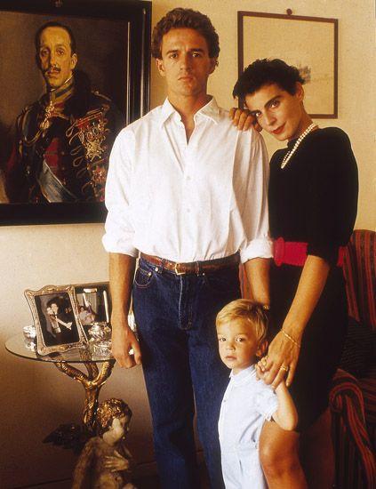 Dress shirt, Collar, Shirt, Picture frame, Vintage clothing, Waist, Family, Button, Love, Belt,