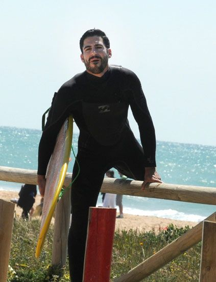 Human, Surfing Equipment, Surfboard, Standing, People in nature, Ocean, Personal protective equipment, Wetsuit, Dry suit, Surface water sports,