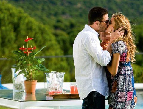 Flowerpot, People in nature, Dress, Romance, Interaction, Love, Kiss, Gesture, Honeymoon, Vase,