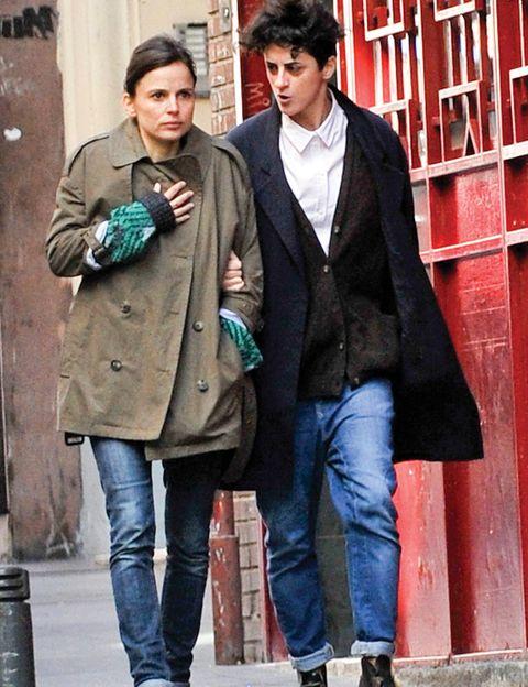 Clothing, Leg, Trousers, Denim, Jeans, Textile, Coat, Outerwear, Bag, Street fashion,