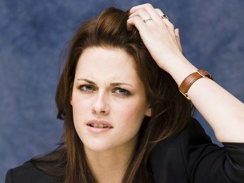 Finger, Lip, Hairstyle, Chin, Forehead, Eyebrow, Wrist, Eyelash, Hand, Fashion accessory,