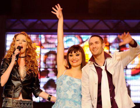 Arm, Microphone, Hand, Entertainment, Dress, Music artist, Singing, Singer, Song, Thumb,