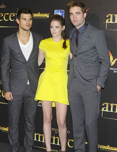 Clothing, Coat, Yellow, Trousers, Dress, Shirt, Outerwear, Suit, Formal wear, Style,