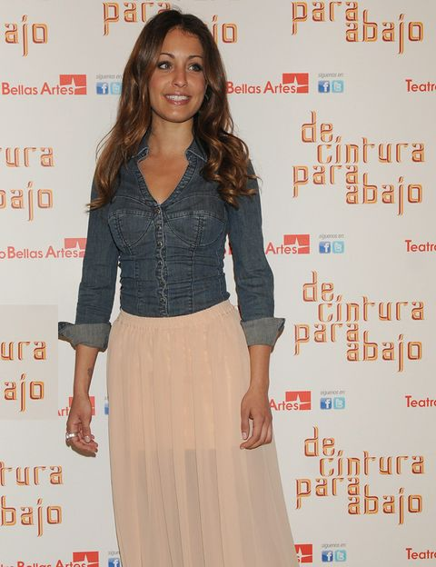 Brown, Sleeve, Human body, Shoulder, Joint, Waist, Style, Collar, Orange, Fashion,