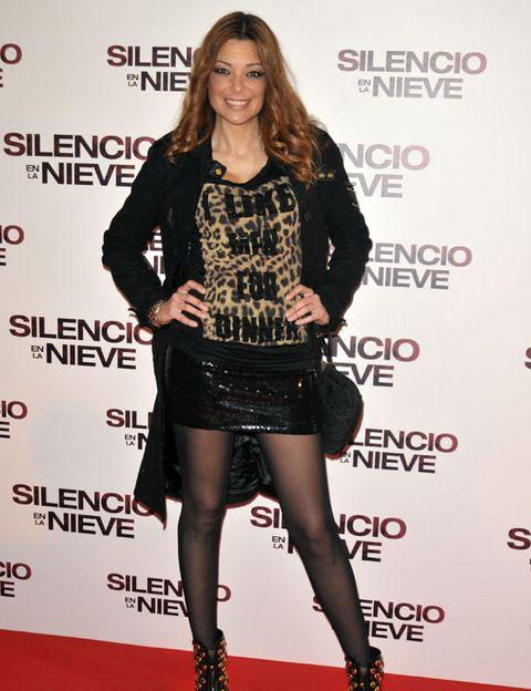 Sleeve, Style, Fashion model, Flooring, Fashion, Thigh, Waist, Beauty, Carpet, Jewellery,