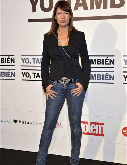 Leg, Denim, Sleeve, Trousers, Jeans, Textile, Outerwear, Pocket, Style, Street fashion,